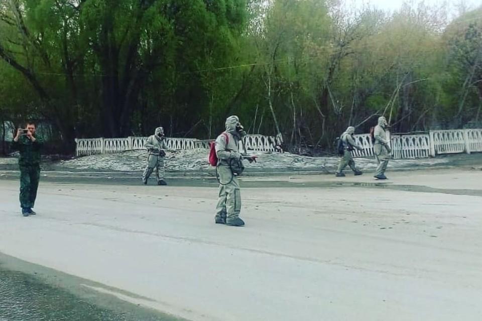 Дезинфекторы в Змеиногорске. Фото: скриншот www.instagram.com/zmeinogorskii