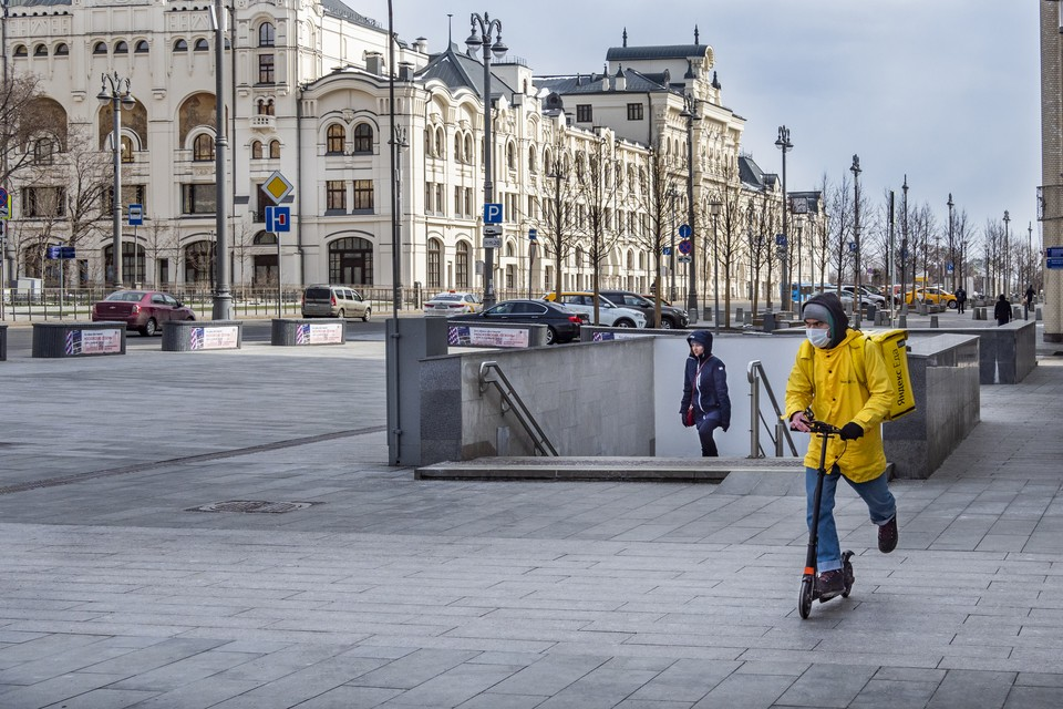 Россия через две недели может начать снимать ограничения из-за коронавируса, считает представитель ВОЗ