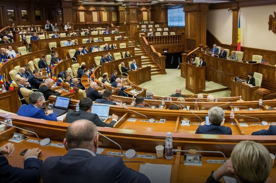 Парламент Молдовы ратифицировал кредитное соглашение. Фото: EPA-EFE/DUMITRU DORU