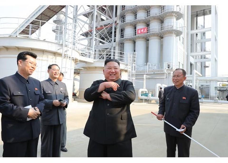 Ким Чен Ын принял участие в открытии завода после долгого отсутствия. Фото: Центральное телеграфное агентство Кореи (ЦТАК)