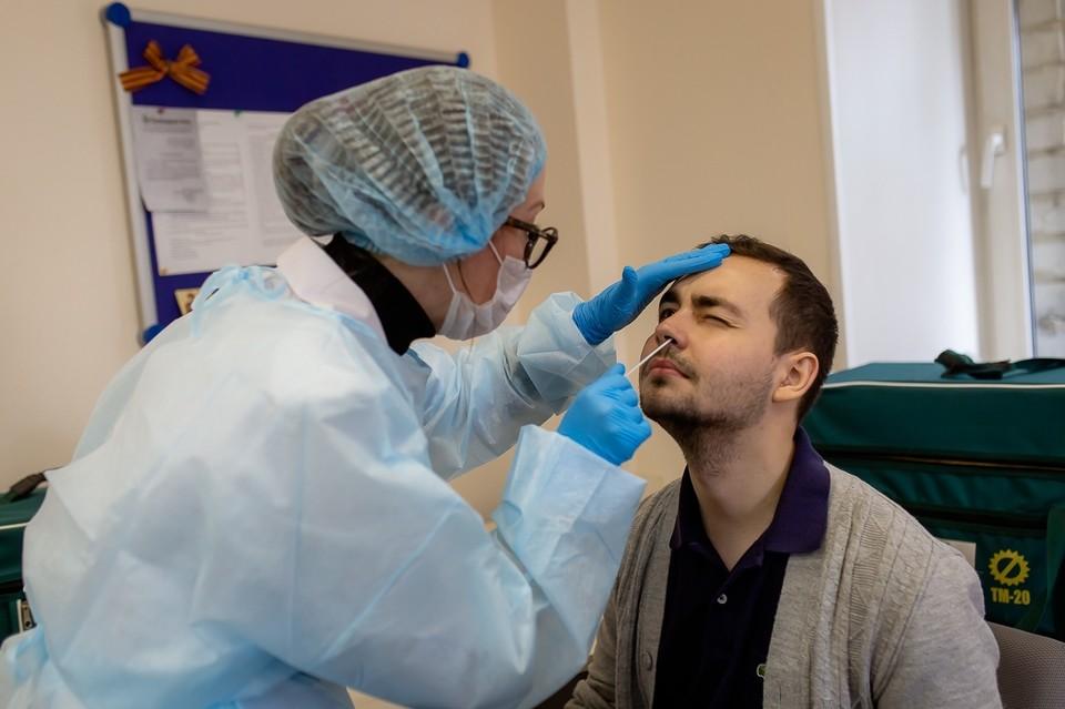 Платный тест на коронавирус в Челябинске делают несколько городских медучреждений, их адреса можно найти в интернете.