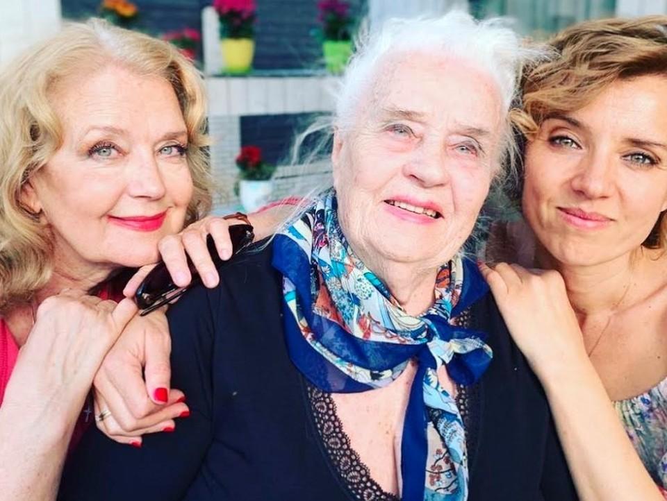 Ирина и Ксения Алферовы с мамой и бабушкой Ксенией Архиповной.