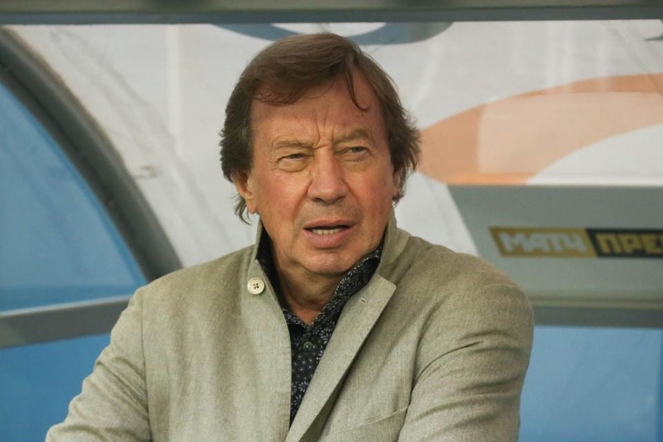 Старейший в российской Премьер-лиге тренер лишился работы.