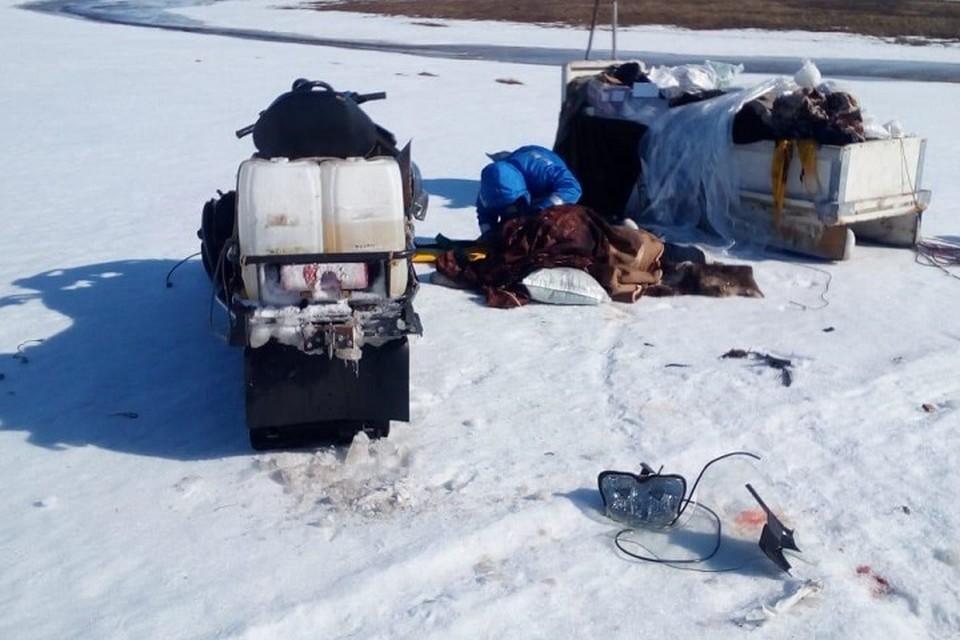 В Тазовском районе пострадал пассажир перевернувшегося снегохода Фото: Госавтоинспекция Ямала
