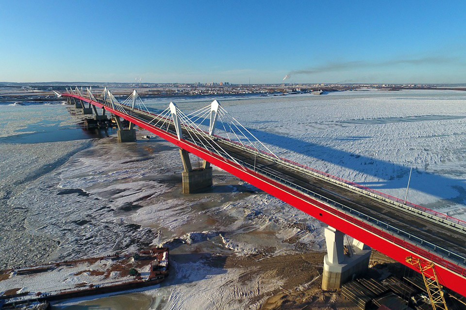 Мост достроили, но открыть не успели.