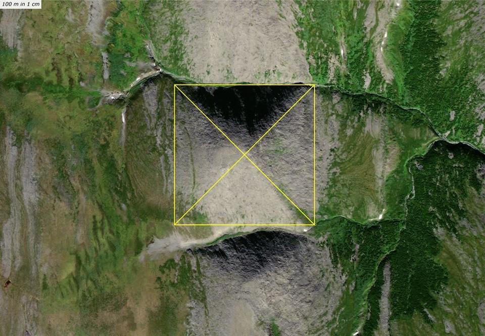По словам путешественников высота «пирамиды» — 774 метра, а длина каждой ее грани — порядка километра. Фото: Евгений СВИТОВ