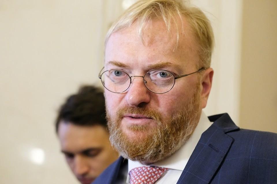 Виталий Милонов уверен, что людей надо временно оградить от негативной информации