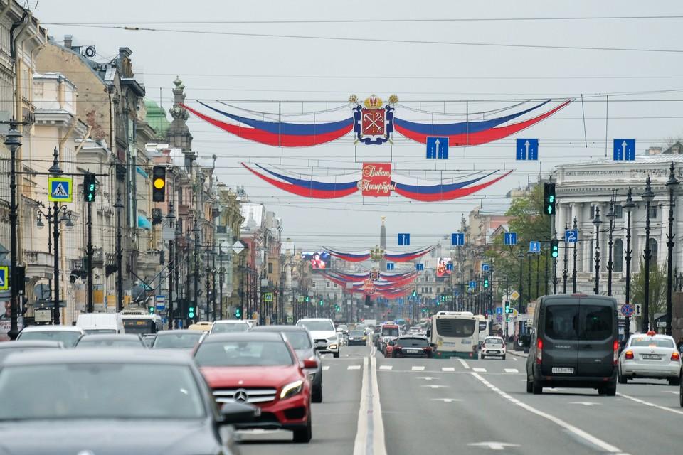 Обычно Почетных граждан Санкт-Петербурга награждают в День города, но в нынешнему году традиции пришлось изменить.