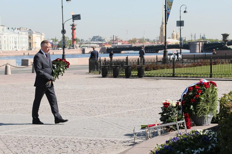 Беглов и Матвиенко возложили цветы памятнику Петру Первому в чест Дня города / Фото: Смольный