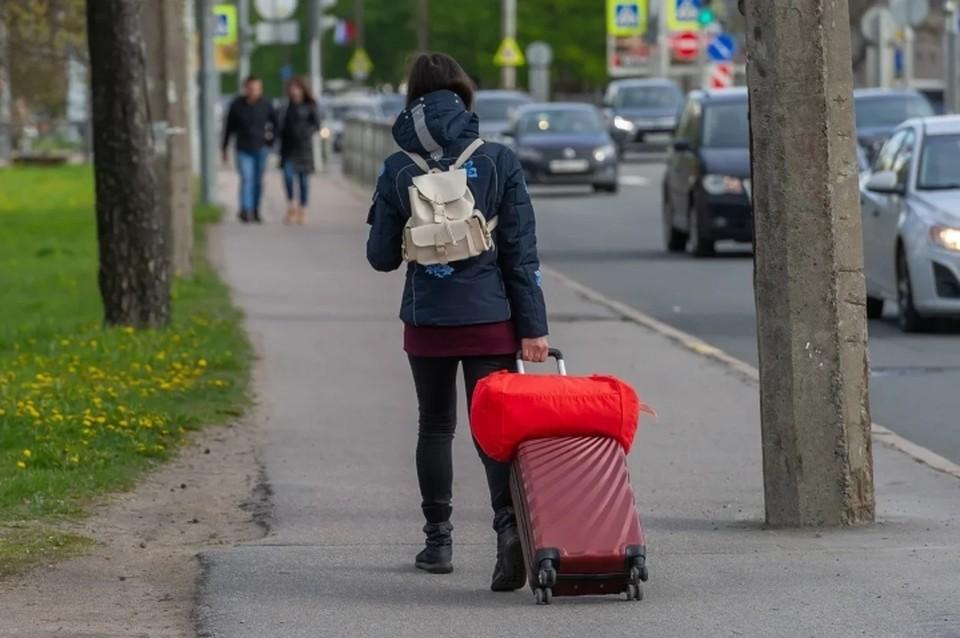 Несмотря на COVID-19, жители Санкт-Петербурга покупают автобусные билеты в Прибалтику и Европу.