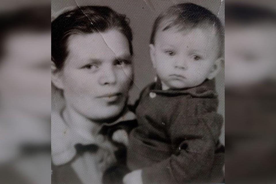На фотографии многодетная мать Валентина с дочкой Ириной. Фото: личный архив.