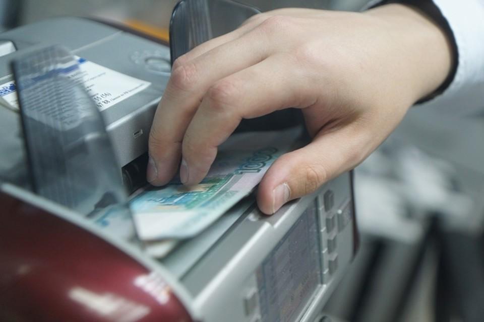 Кассир похитила в кузбасском банке 2 000 000 рублей для подруги