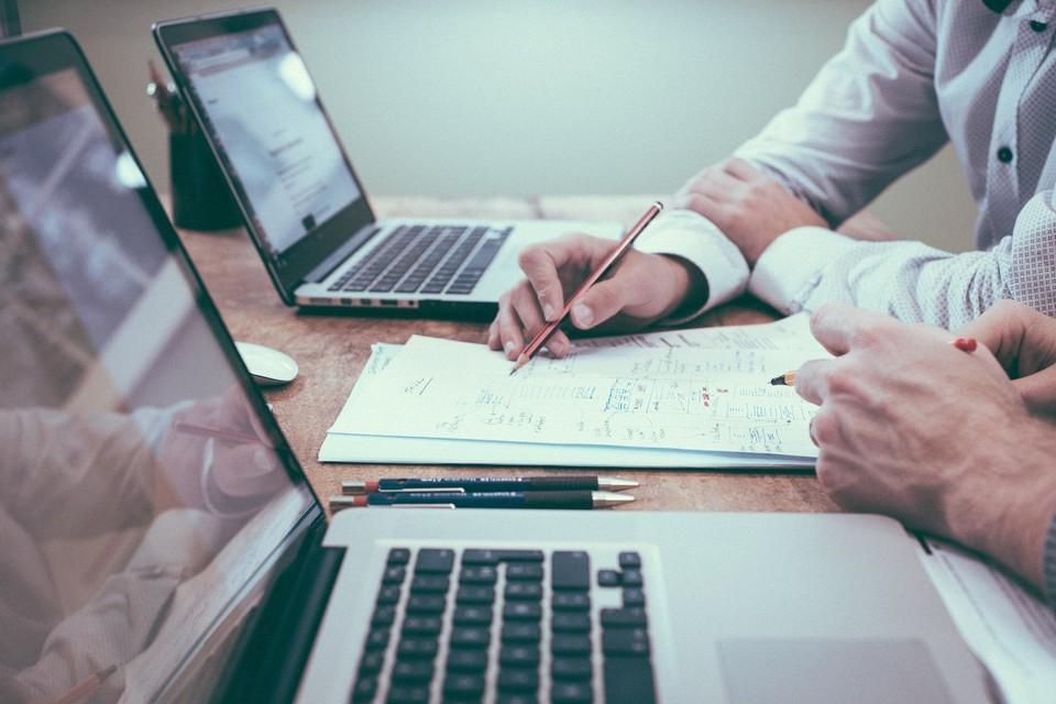 Исполнители вновь не заключают контракты вовремя. Фото: pixabay.com