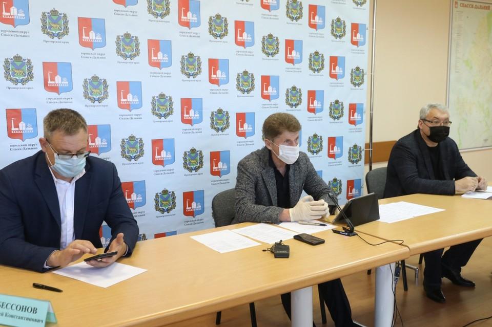 На заседании приморского оперативного штаба. Фото: сайт правительства Приморья