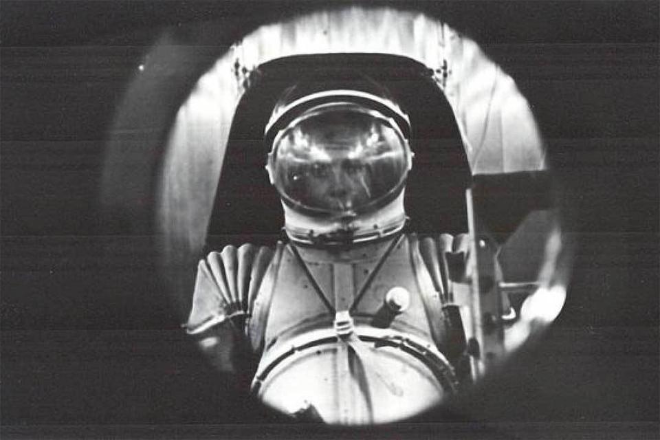 Леонид Борисович покорил все стихии - и даже испытывал космические скафандры. Фото: Личный архив.