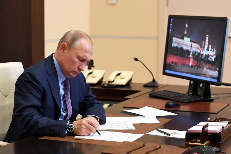 Владимир Путин во время совещания о мерах по ликвидации разлива дизельного топлива в Красноярском крае. Фото: Алексей НИКОЛЬСКИЙ/ТАСС