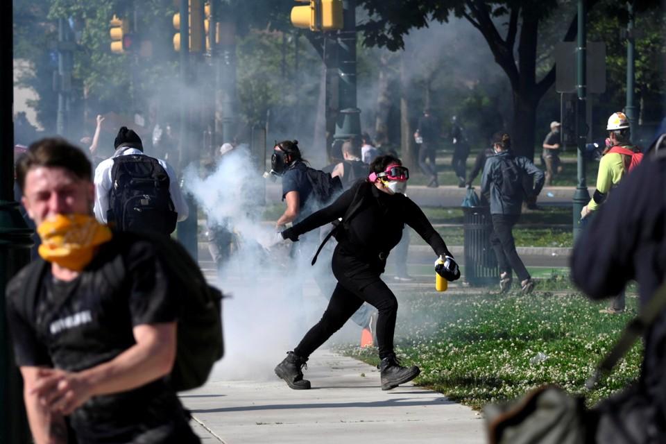Мирные марши уже смешались с мародерством и хаосом.