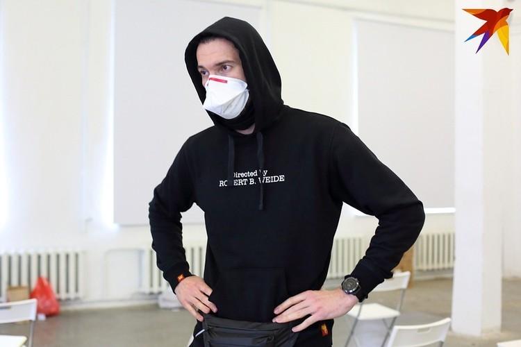 Андрей оставил работу фитнес-тренера и вместе с командой волонтеров помогает медикам