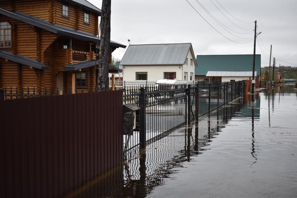Дачный поселок оказался полностью затоплен. Фото: МЧС по Мурманской области