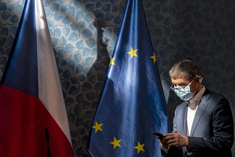 Чехия объявила о высылке двух сотрудников российского посольства.
