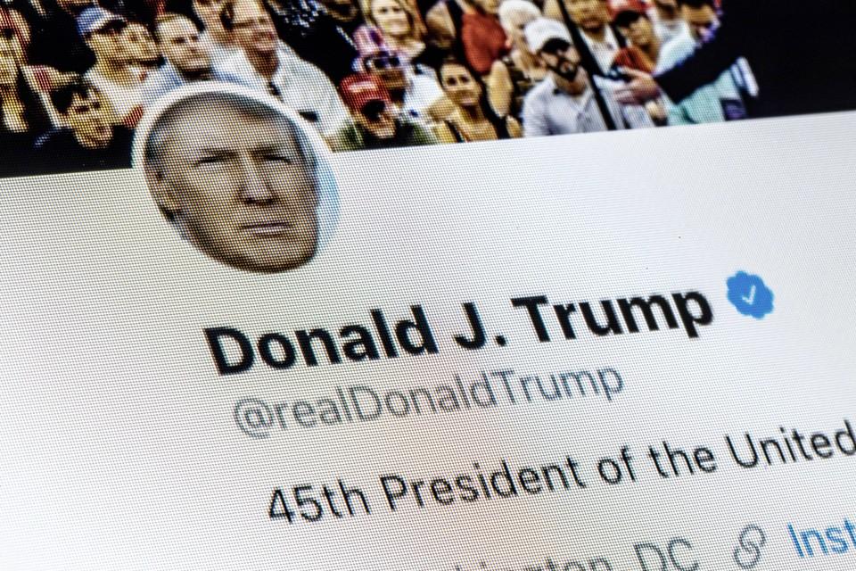 За сутки президент США опубликовал 200 сообщений в Твиттере