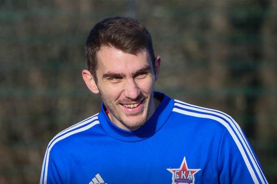 Нападающий Константин Базелюк остается в «СКА-Хабаровск»