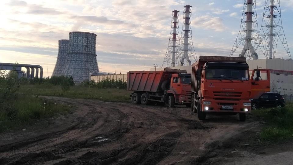 """Свалку, куда везут отходы с площадки СКК, нашли в Красносельском районе. Фото: сообщество """"Красивый Петербург"""""""