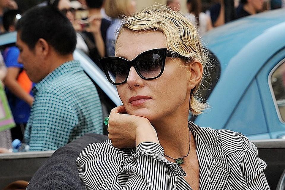 Актриса является крестной мамой дочери артиста Анны Марии
