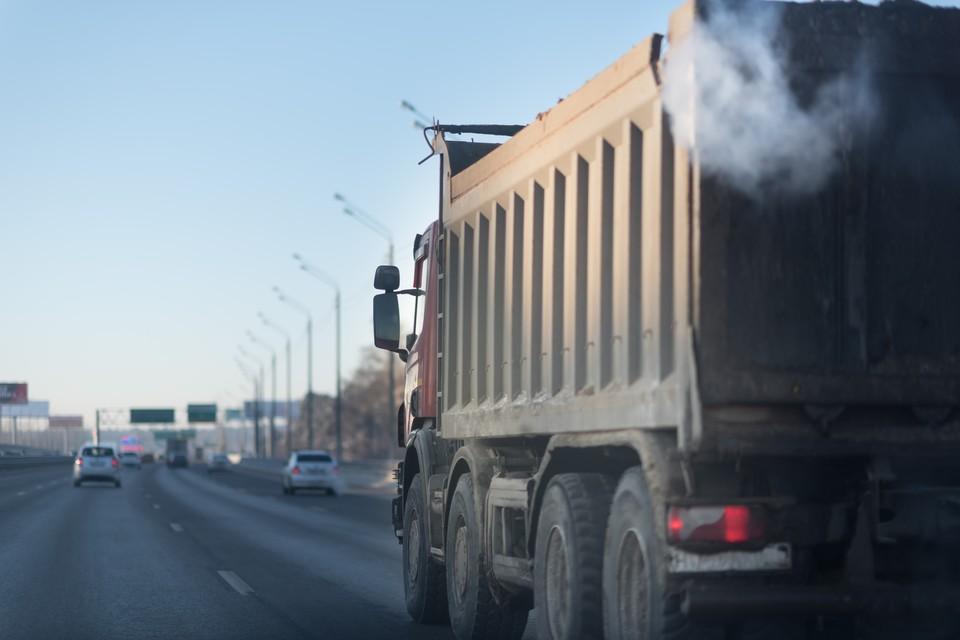 Для коммунальной и строительной техники сделают исключение, но потребуется специальный пропуск. Фото: shutterstock.com.