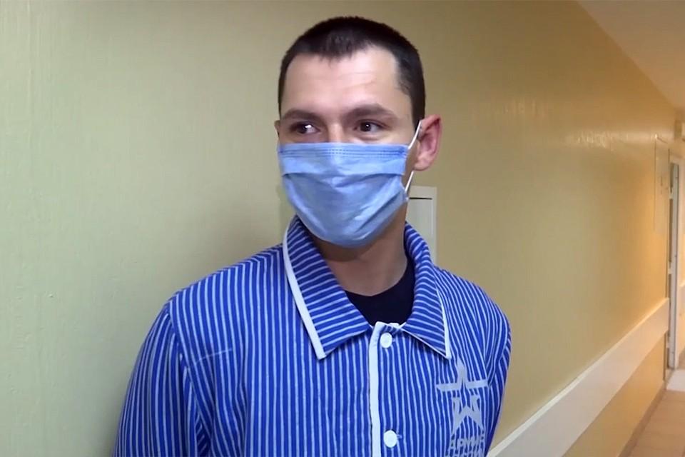 Сначал добровольцы, согласившиеся испытать на себе вакцину, прошли 2-недельный карантин. И по его результатам окончательно отобрана первая группа участников эксперимента