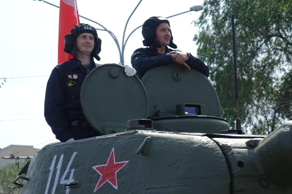 Снаружи и внутри: «Комсомолка» побывала в легендарном танке Т-34.