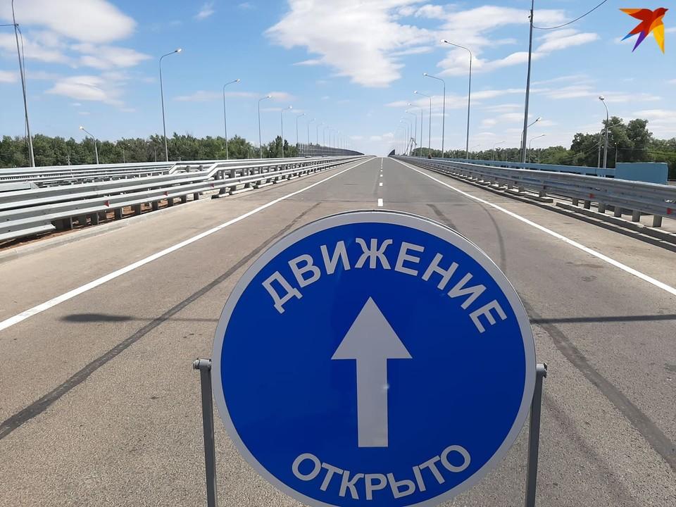 Сегодня на мосту открывают движение по всем четырем полосам в оба направления.