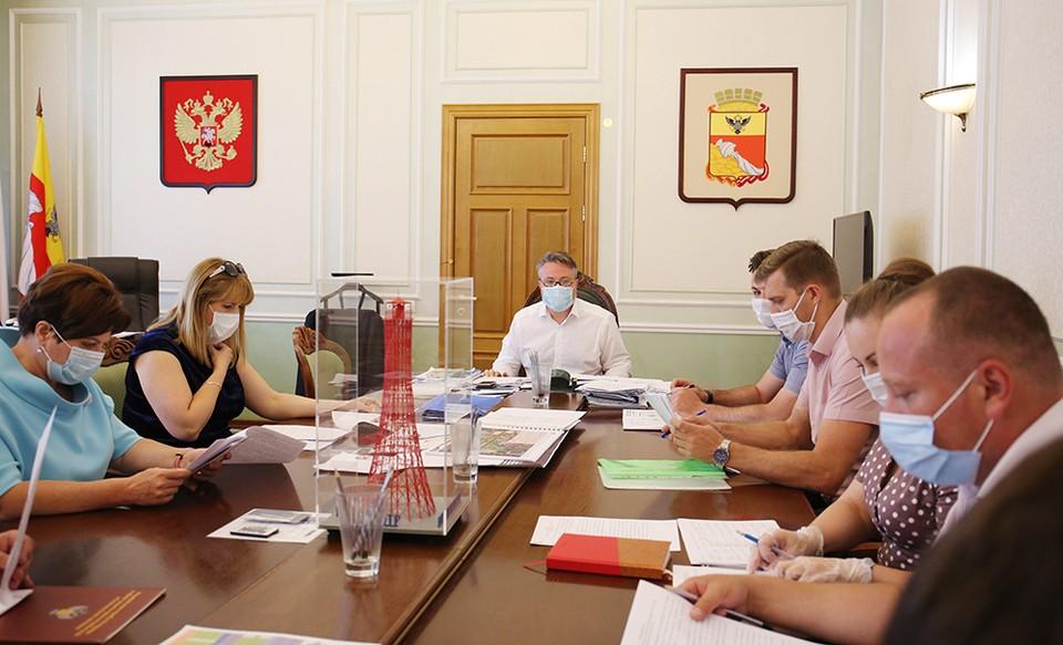В мэрии состоялось совещание по поддержке отрасли общепита на период действия ограничительных мер. Фото администрации Воронежа.