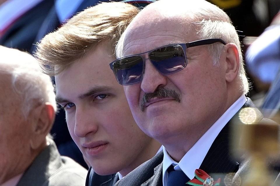 """Николай всегда сопровождает отца на официальных мероприятиях, а в Китае его зовут """"маленьким принцем"""". Фото: REUTERS."""