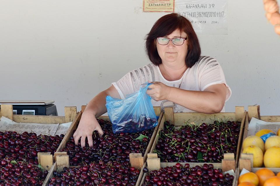 Когда антимонопольная служба доберется до ларьков с продуктами в Крыму – неведомо. Может, и никогда – люди же покупают? Значит, всех все устраивает