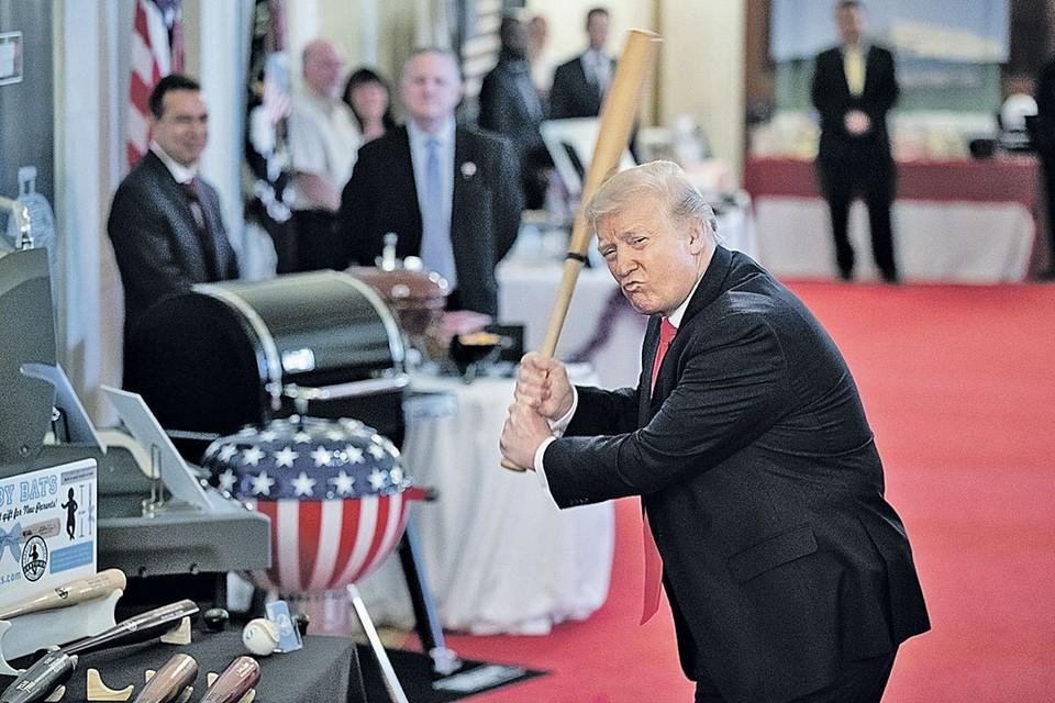 Дональд Трамп обещает выбить дух из своих противников. Фото сделано во время благотворительной выставки в Белом доме накануне празднования Дня независимости. Фото: picture alliance/Consolidated