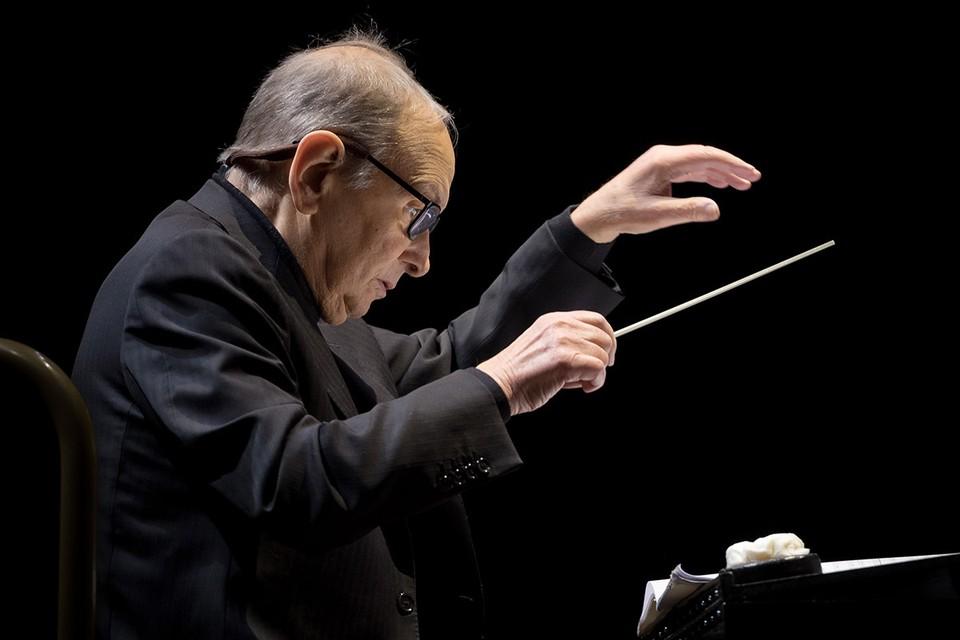 Эннио Морриконе прожил очень долгую и насыщенную жизнь, стал автором музыки примерно к 400 картинам и еще 100 отдельных произведений для оркестра.