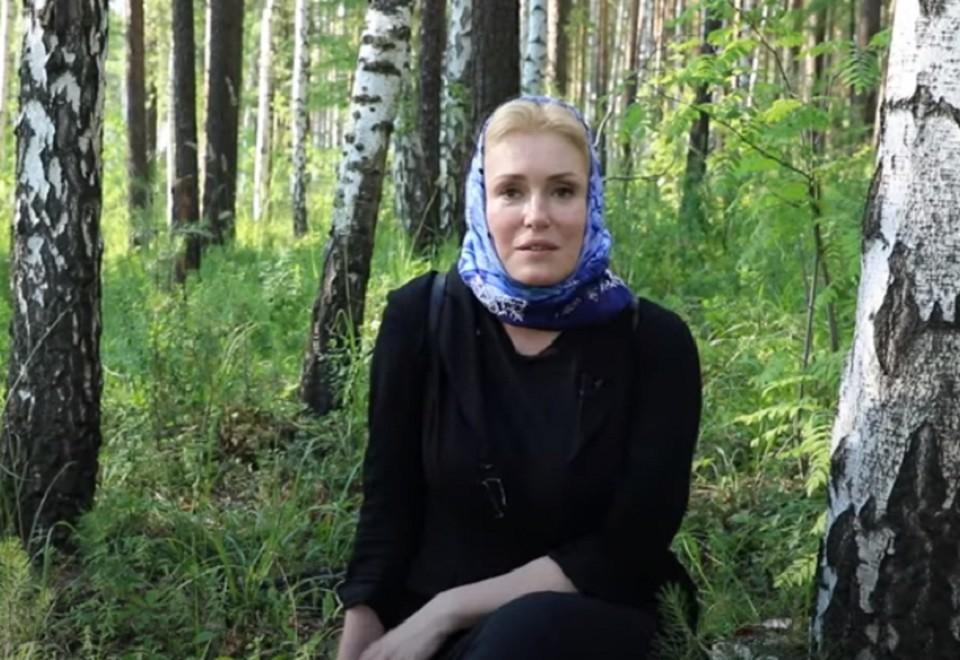 Мария Шукшина защищает отца Сергия. Фото: фрагмент видео www.youtube.com канал Всеволода Могучева