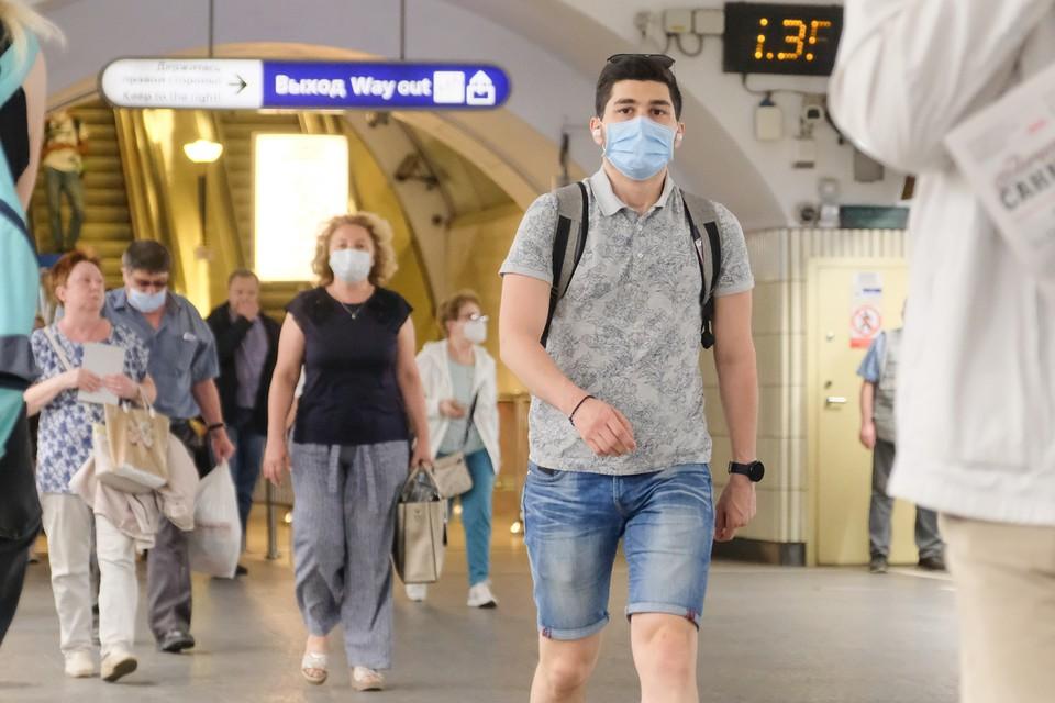 А вот в плане безопасности в метро изменится мало что: маски и санобработка все еще в силе