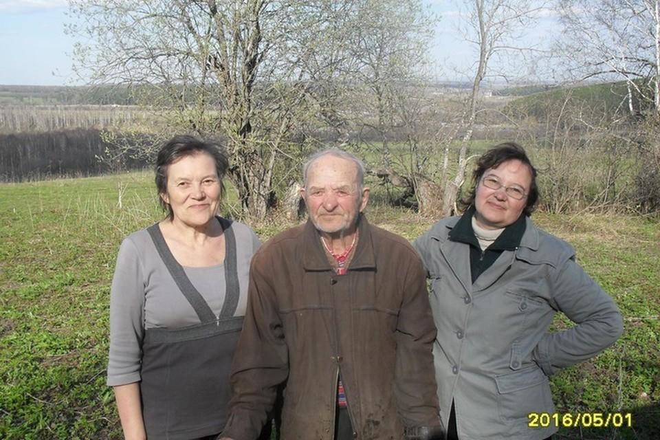 После смерти жены Иван Несмеянов жил один, но дочери постоянно приезжали его навестить