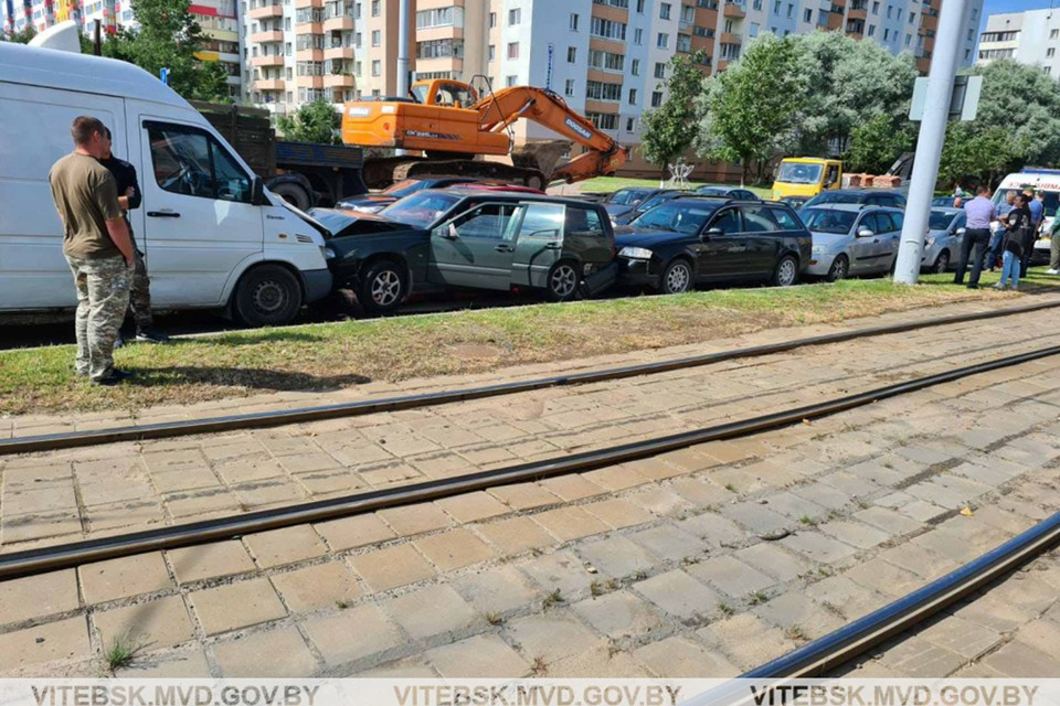 Шесть авто столкнулись на перекрестке в Витебске. Фото: МВД.