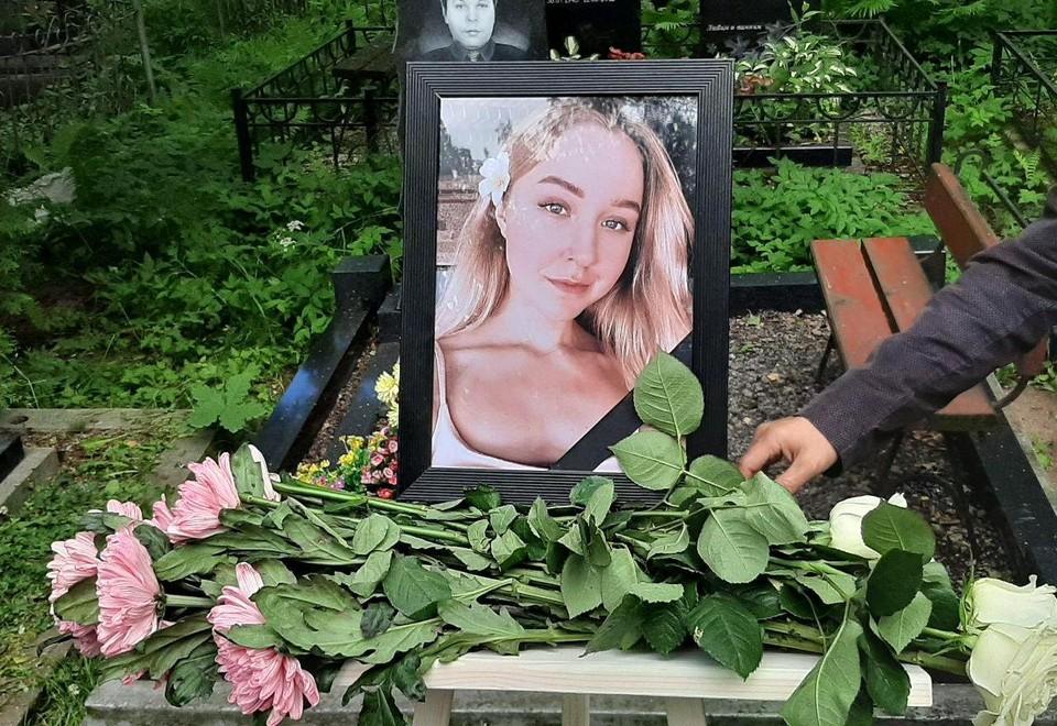 В Петербурге прошли похороны Насти Тропицель