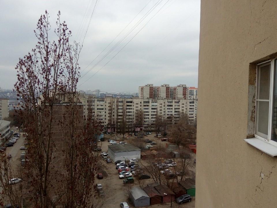 Тело спрятали на балконе многоэтажки на левом берегу Воронежа