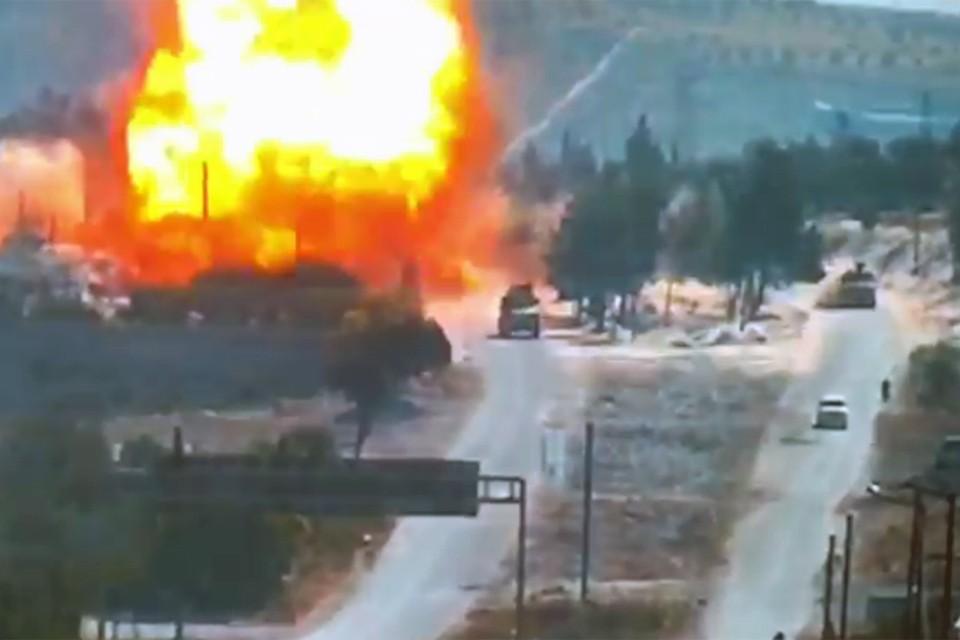 На пути следования автоколонны произошел подрыв самодельного взрывного устройства