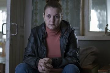 «Языка не знает, только кивает в ответ»: Звезда «Домашнего ареста» Анна Уколова попала в британский сериал про шпионов