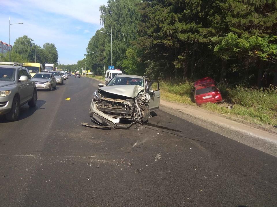 16 июля водитель, которому стало плохо за рулем, устроил массовую аварию: столкнулись 6 машин. Фото: 1 отдел УГИБДД МВД по Удмуртии
