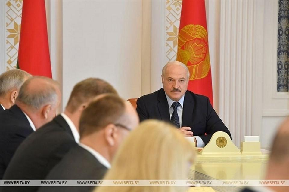 Лукашенко напомнил о задачах в финансовой сфере и проанонсировал разговор о ситуации в экономике с правительством. Фото: БелТА.