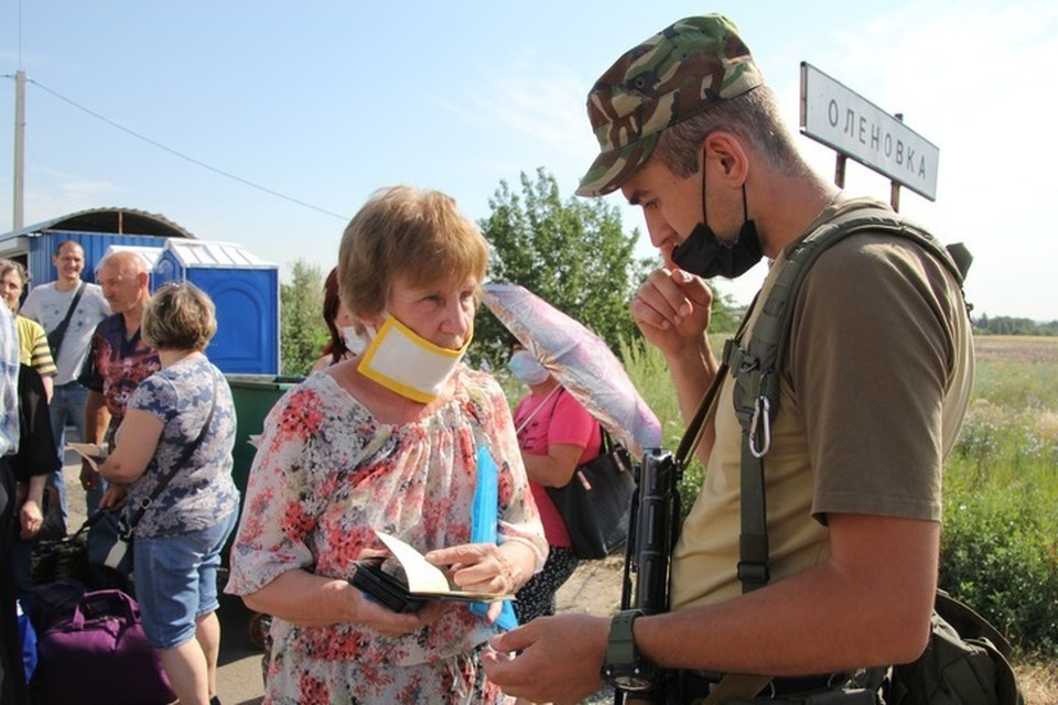 "Пропуск людей на КПВВ ""Еленовка""."