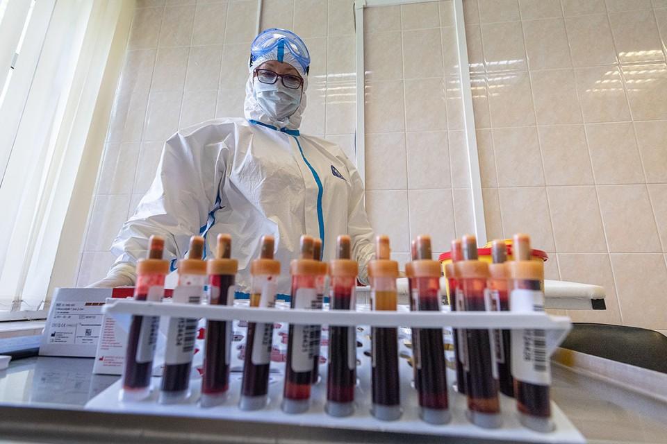 На сегодняшний день в мире разрабатывается более сотни вакцин от коронавируса.