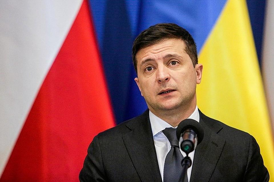 Владимир Зеленский сообщил, что разговаривал с мужчиной, захватившим 13 заложников в автобусе в Луцке, около 10 минут